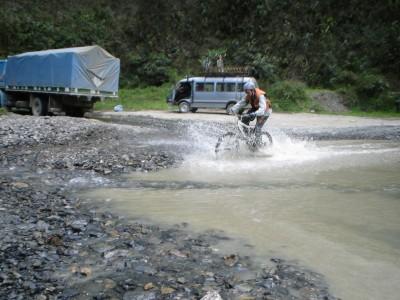 Flavien traverse la rivière
